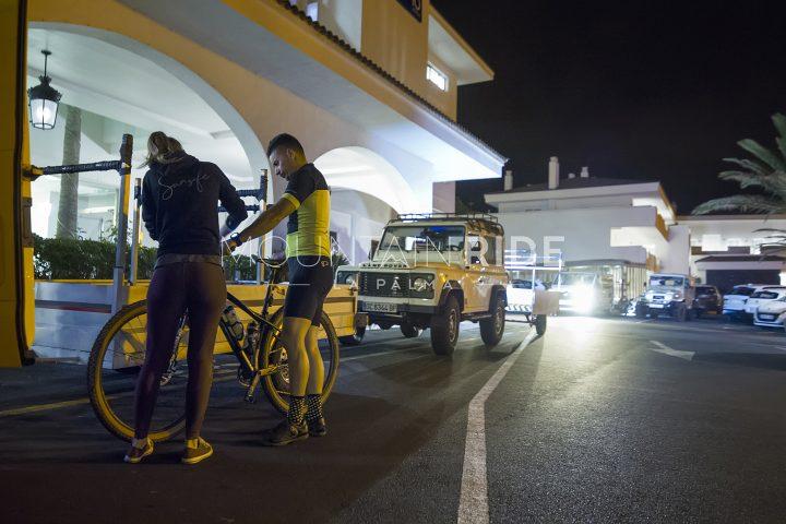 4 Bike-Anhänger, sowie großes Taxi und Transporter zum Transport von bis zu 60 Rädern